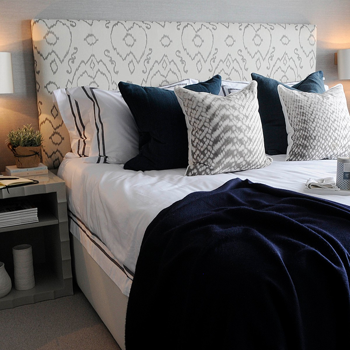 Simply Patterned Headboard Upholstered Patterned Bed