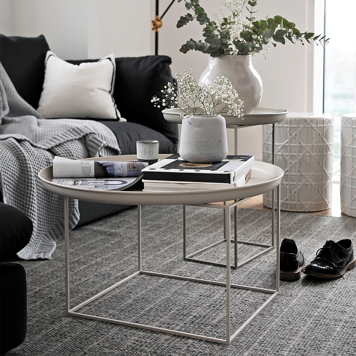 Why Adding A Rug Under Dining Table Sets Is A Must: So Versatile Maxi Coffee Table