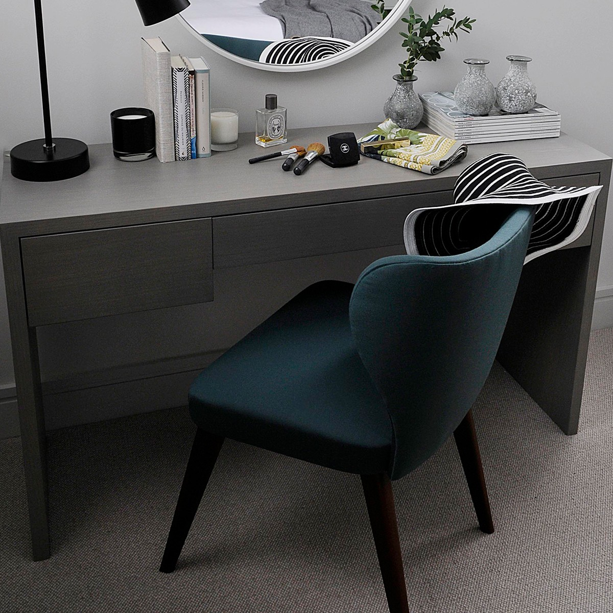 Why Adding A Rug Under Dining Table Sets Is A Must: Designer Dining Desk Chair